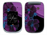 BlackBerry Style 9670 Skin :: Cosmic Flowers 1